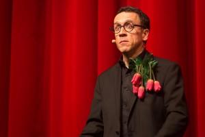 magicien fleurs boutonnière